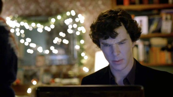 Benedict Cumberbatch as Sherlock Holmes in the BBC series Sherlock looking at a computer monitor with a puzzled expression